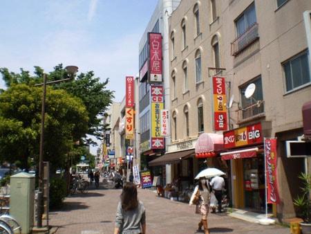 東京メトロ要町駅前付近の歩道側