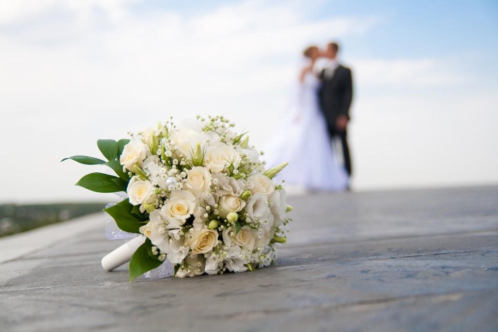 カップルと花束