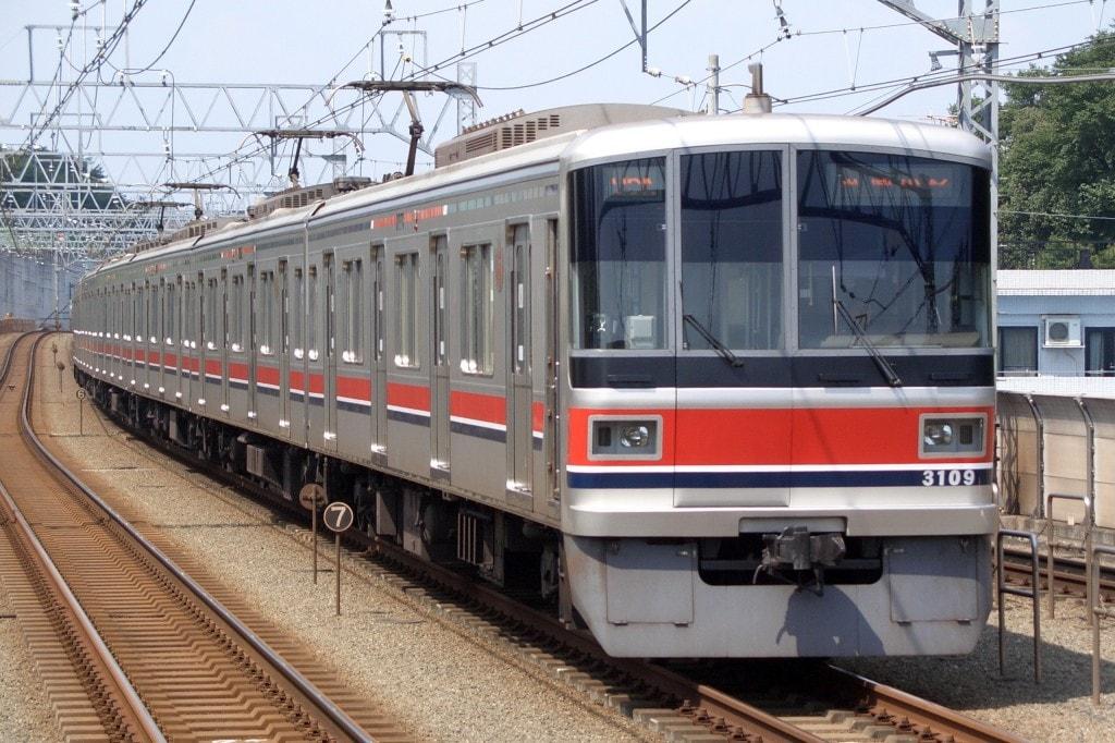 不動前駅を通る列車