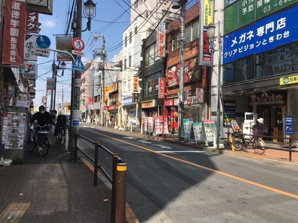 駅前から続く大通り
