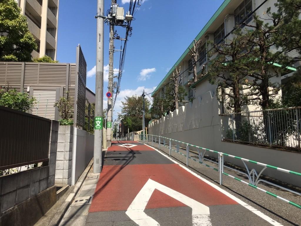 住宅街の静かな通り