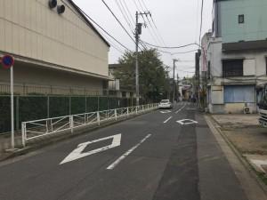 小学校脇の通り
