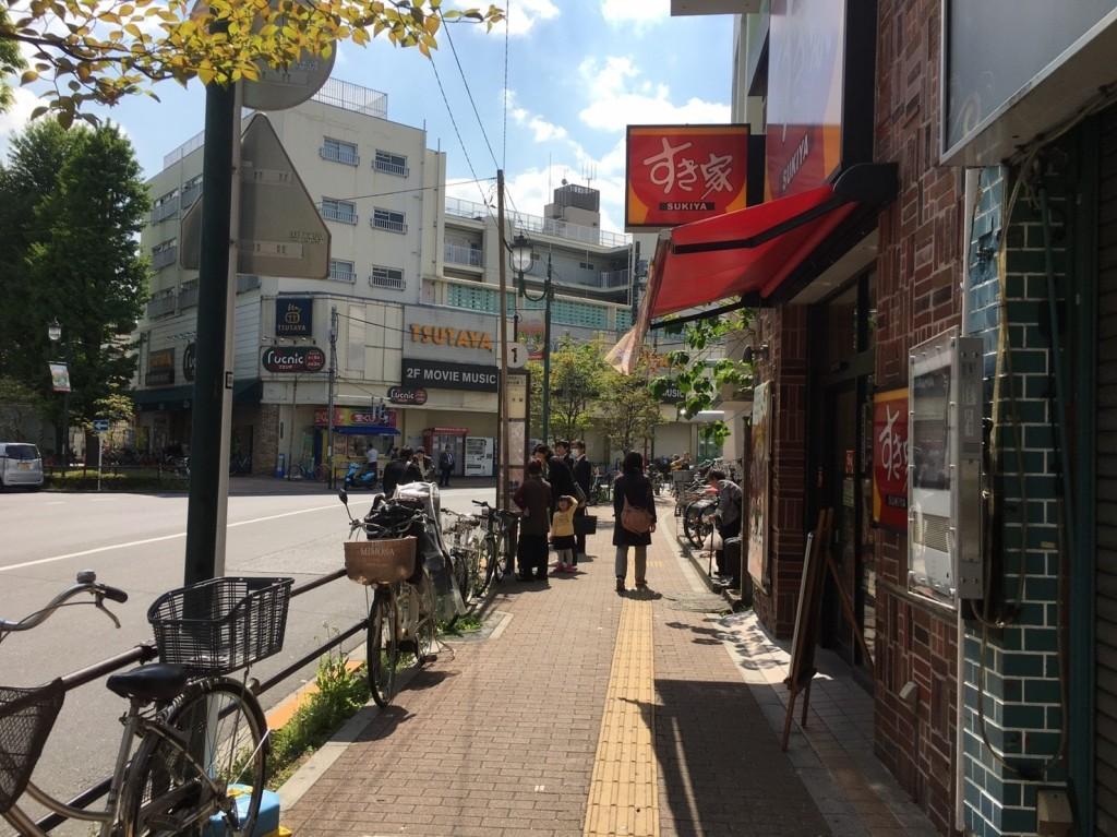 駅前の通りの様子