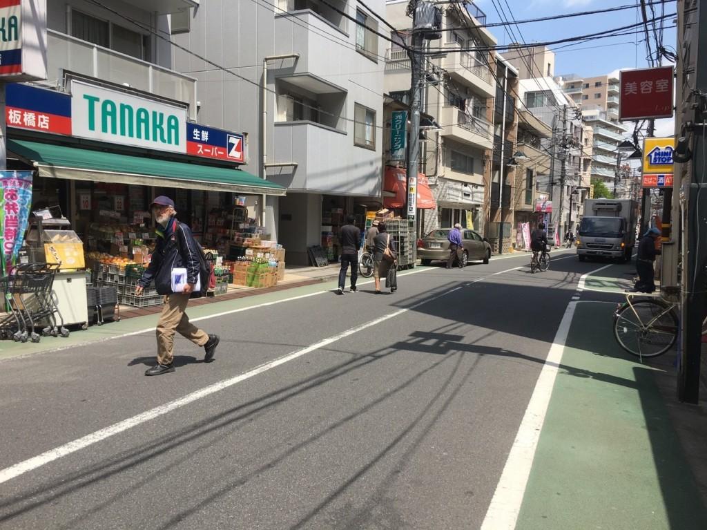 駅周辺の商店街