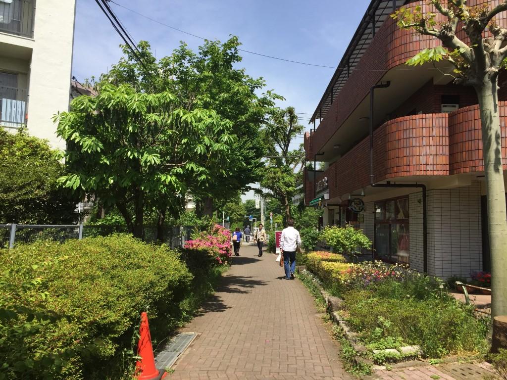 小竹向原駅横にある小道