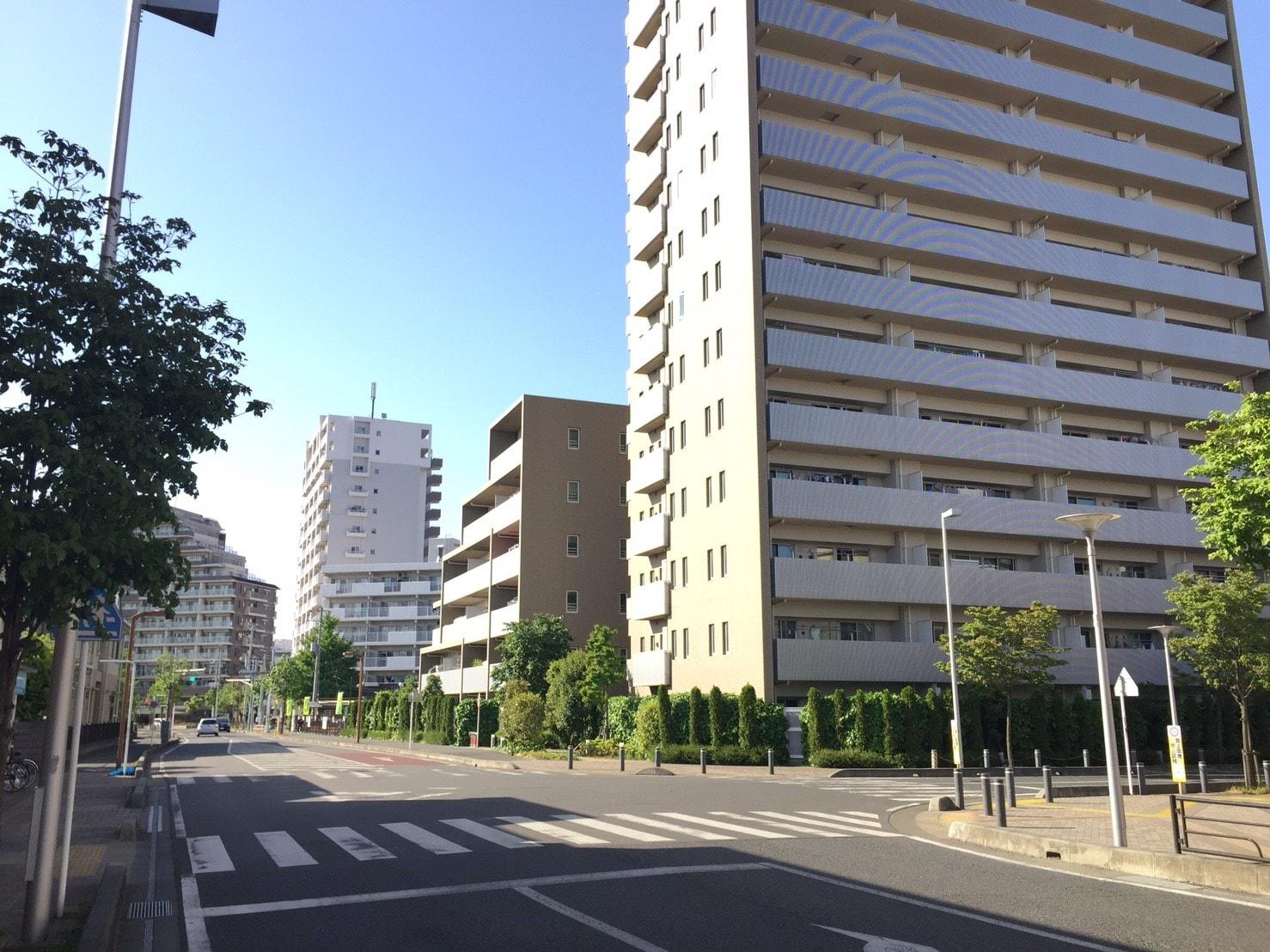 綺麗なマンションが多い駅前の住宅街