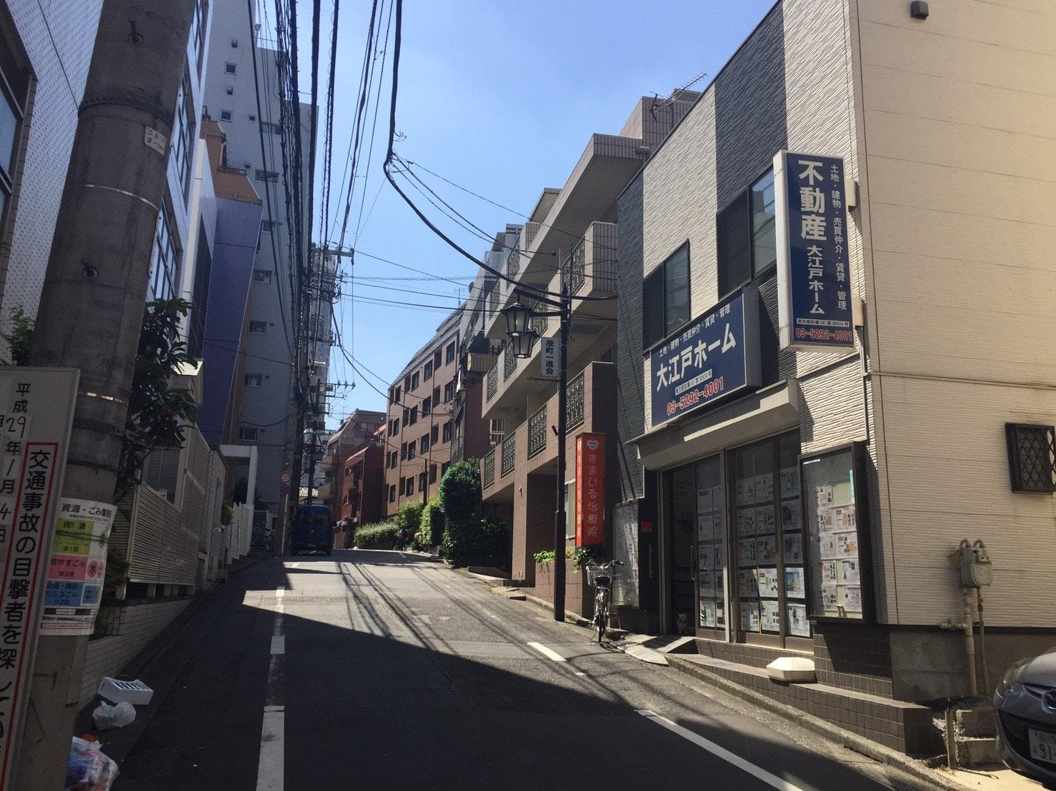 人通りが少ない住宅街の風景