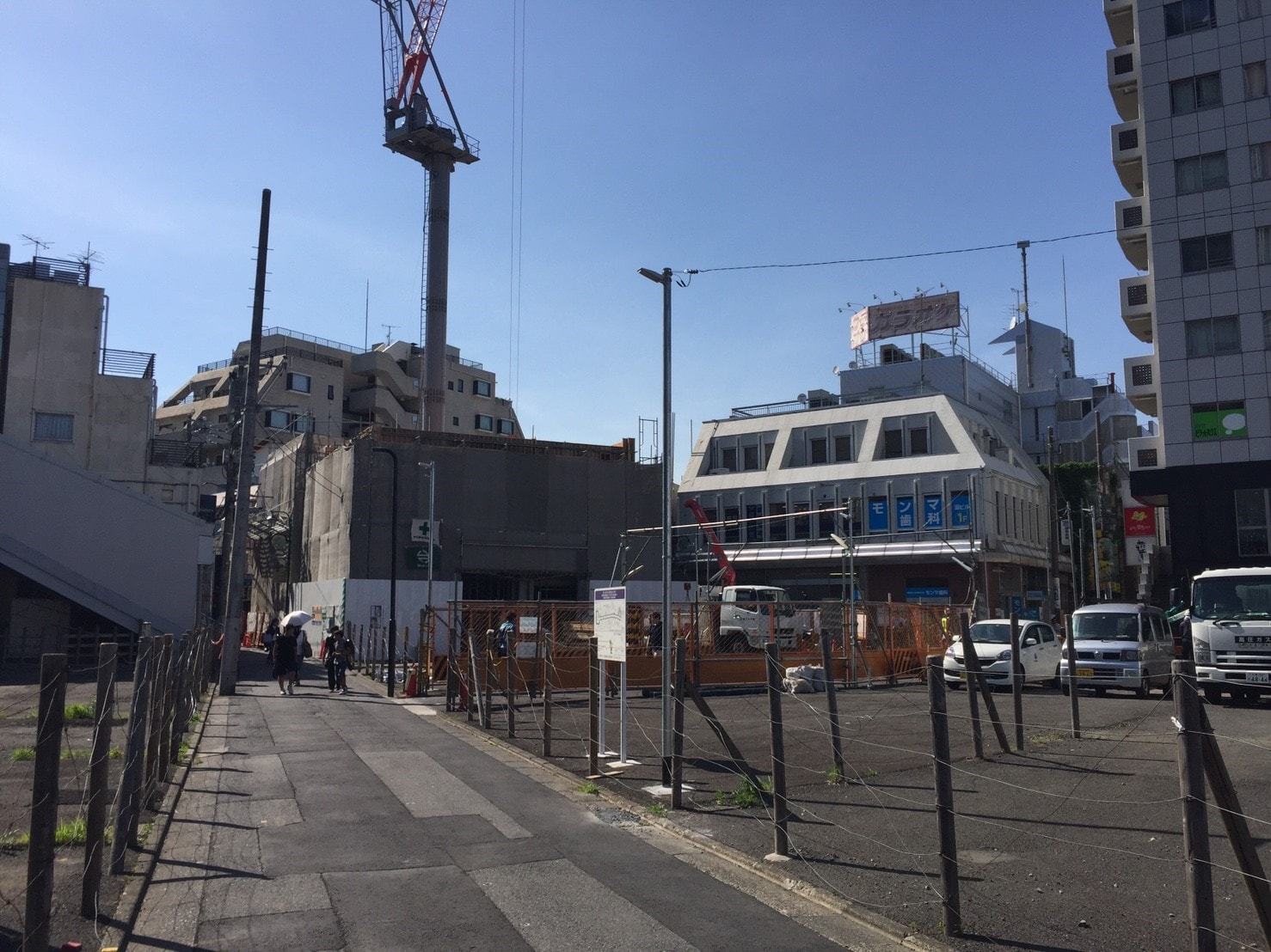 駅前の工事中の風景