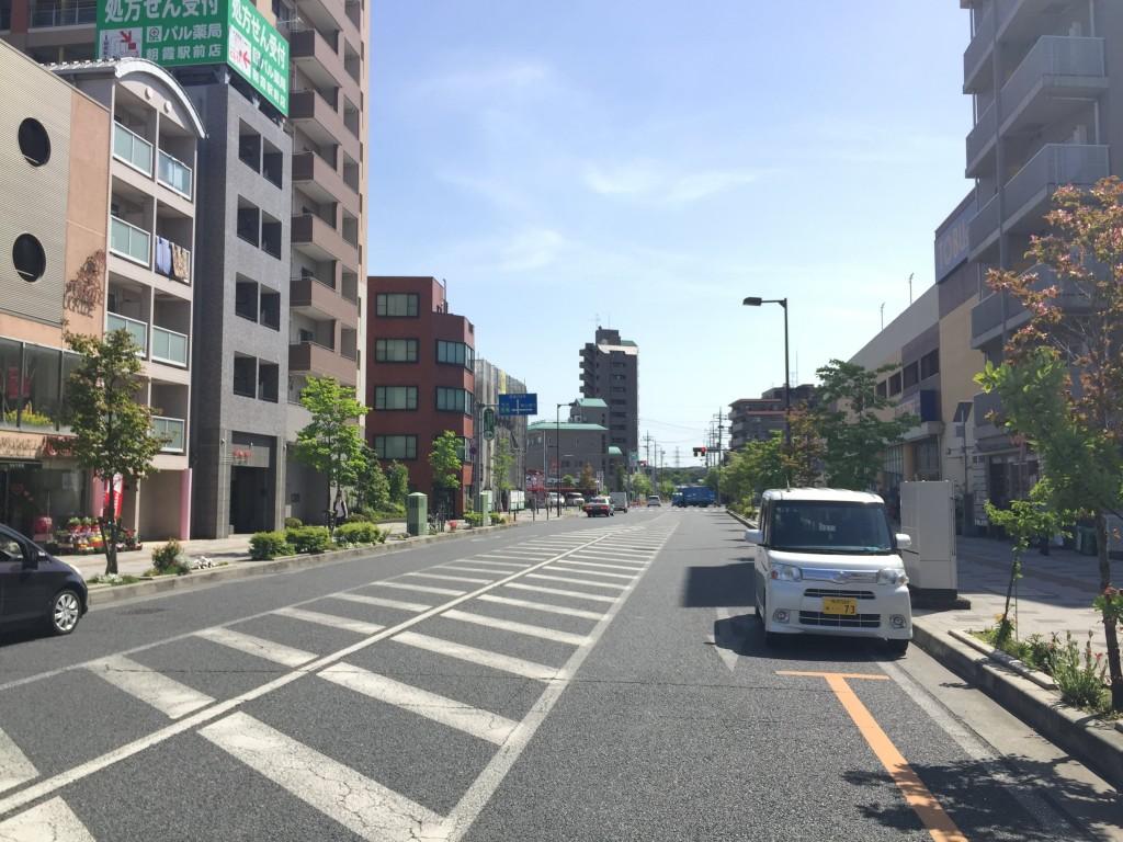 交通量が多く幅の広い車道