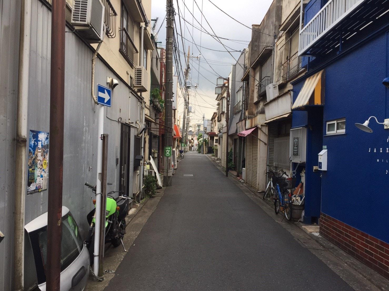 住宅街の裏通り