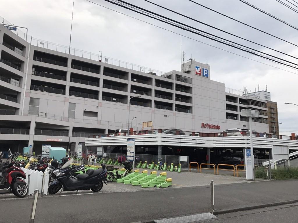 和光市駅の環状道路の上にある歩道橋