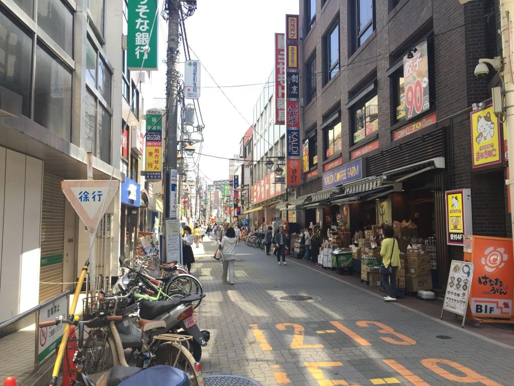 駅近くの商店街