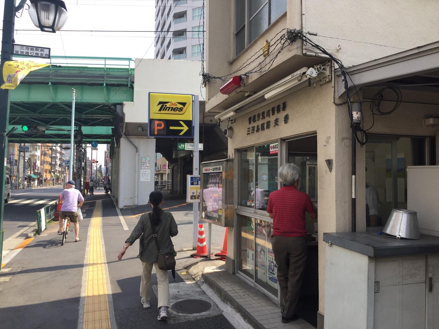 駅前の目立つ場所にある交番