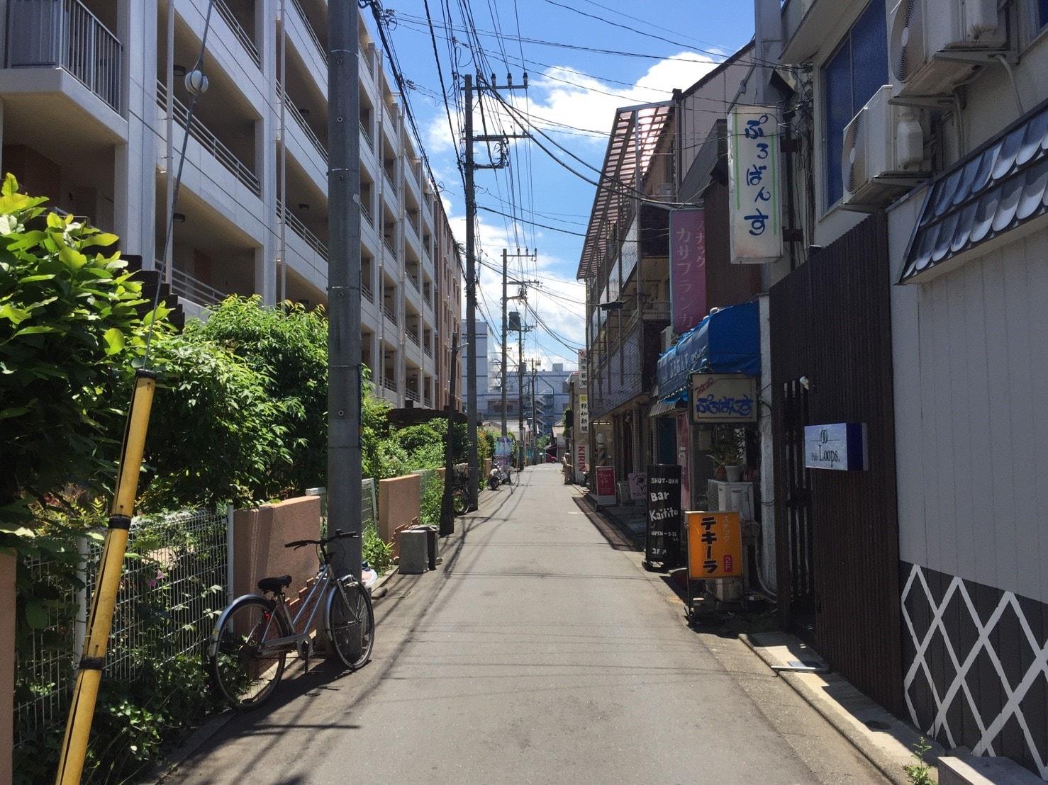 住宅街の細い通り