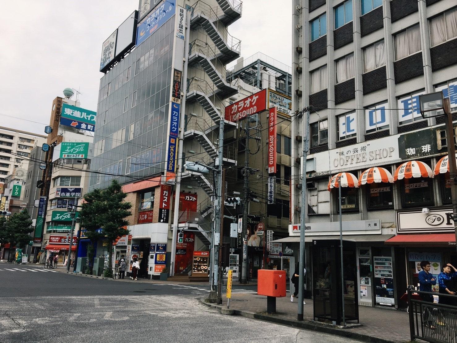 駅前の商店街の様子