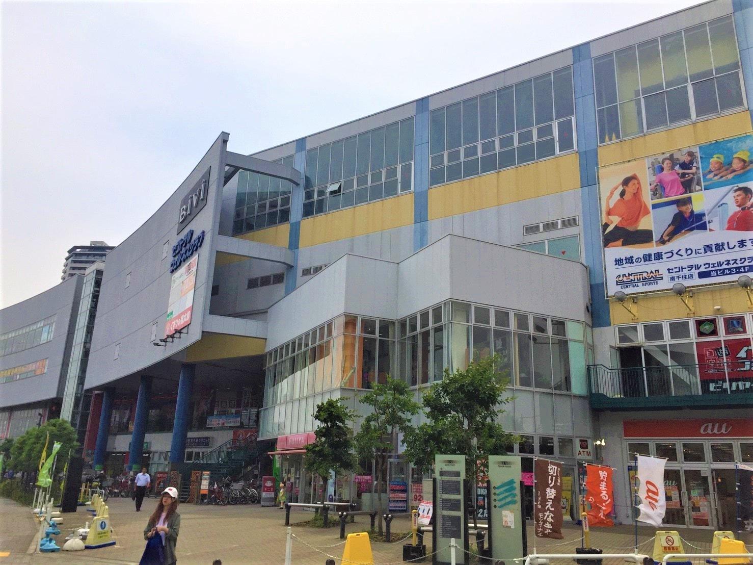 大型ショッピング施設の外観