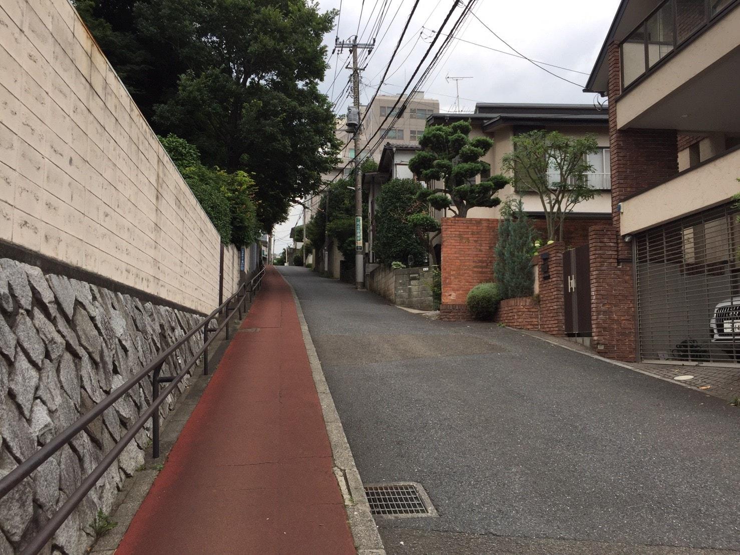 坂道が多い街