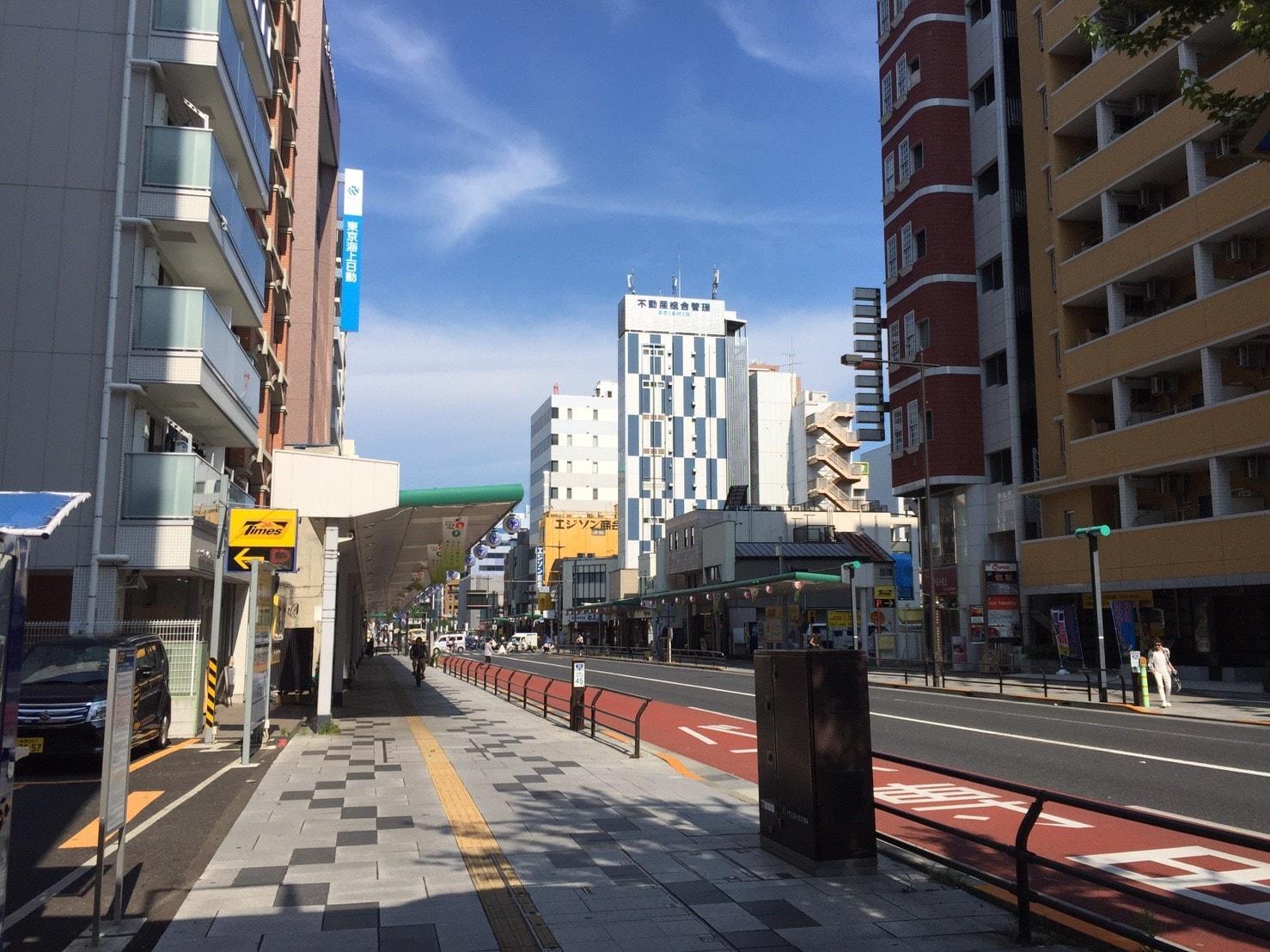 国道沿いの商店街