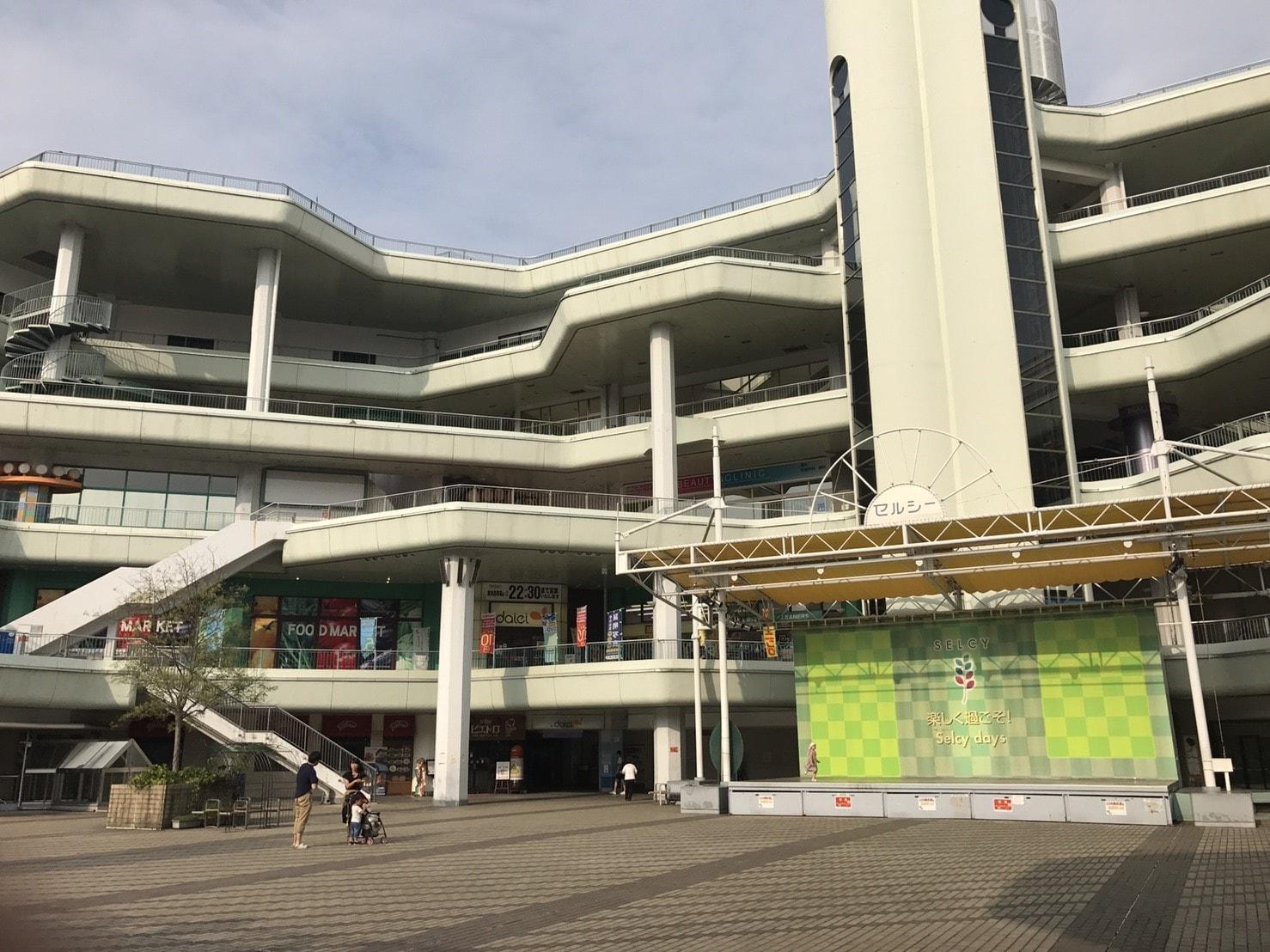 駅前の複合商業施設