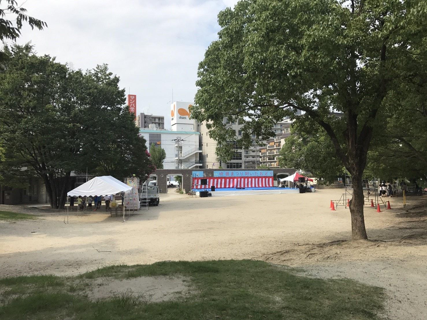 江坂公園の広場