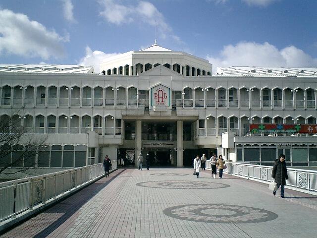 千里中央駅前の風景