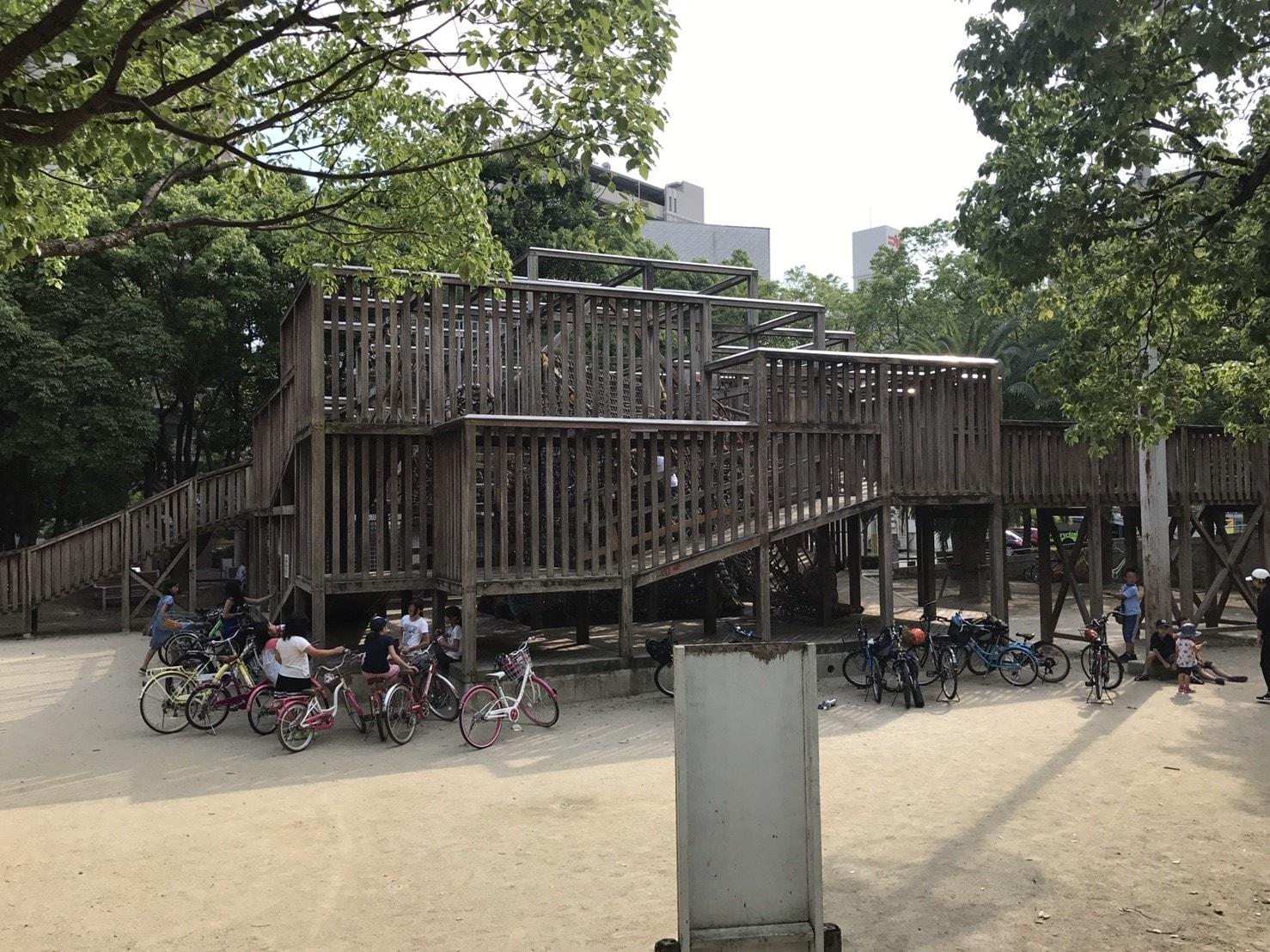江坂公園の大型遊具