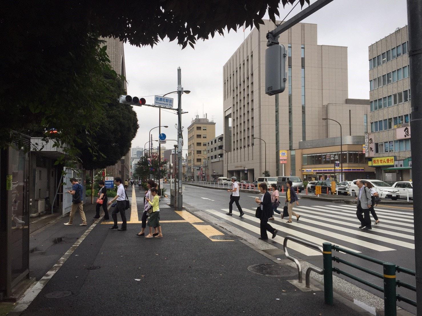 信濃町駅周辺の様子
