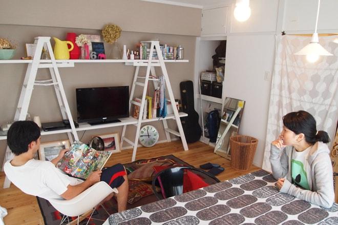 収納スペースをインテリアにしている部屋
