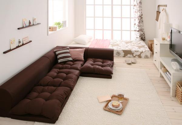 低い家具で統一したレイアウト