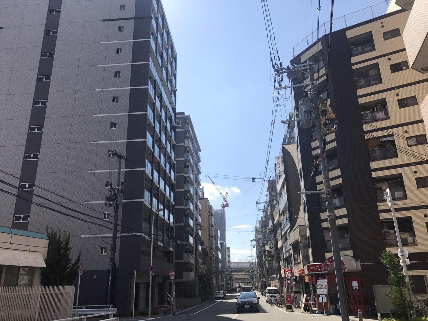 """裏路地のマンション"""""""
