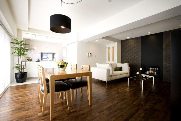 コンパクトな家具を配置している部屋