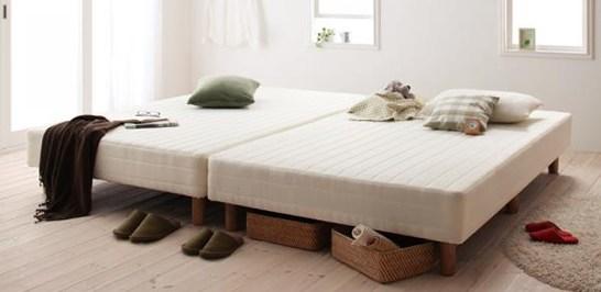 ベッド下のスペースを収納場所に使っている例
