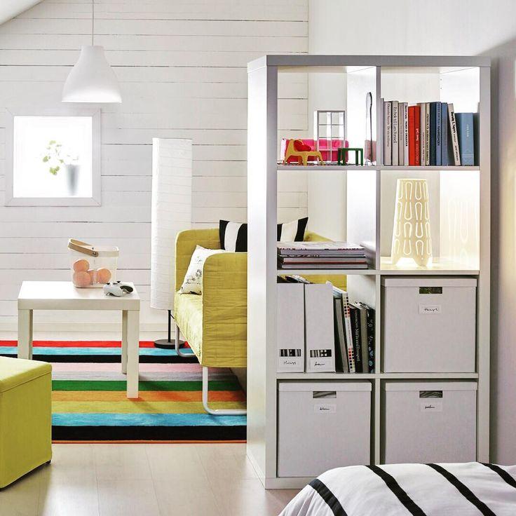 本棚で区切った開放感があるお部屋