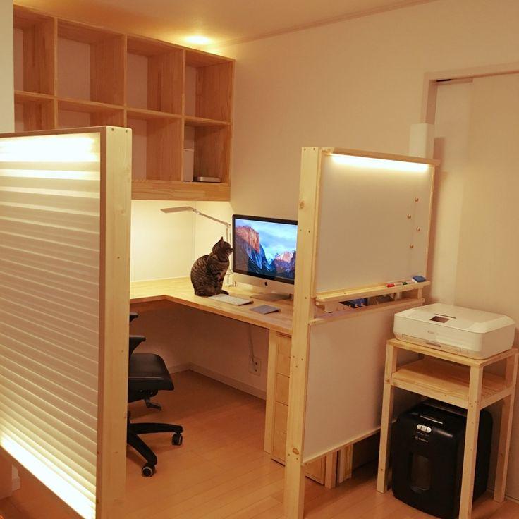 仕切りを使ってLDKに仕事スペースを作っている部屋