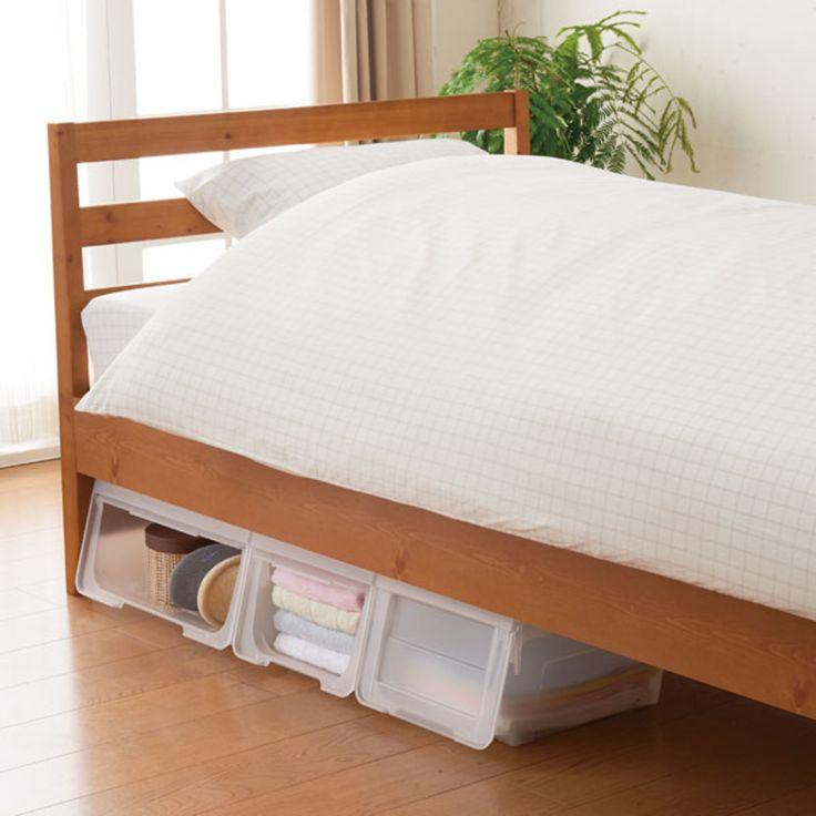 ベッド下を収納スペースに使っている部屋