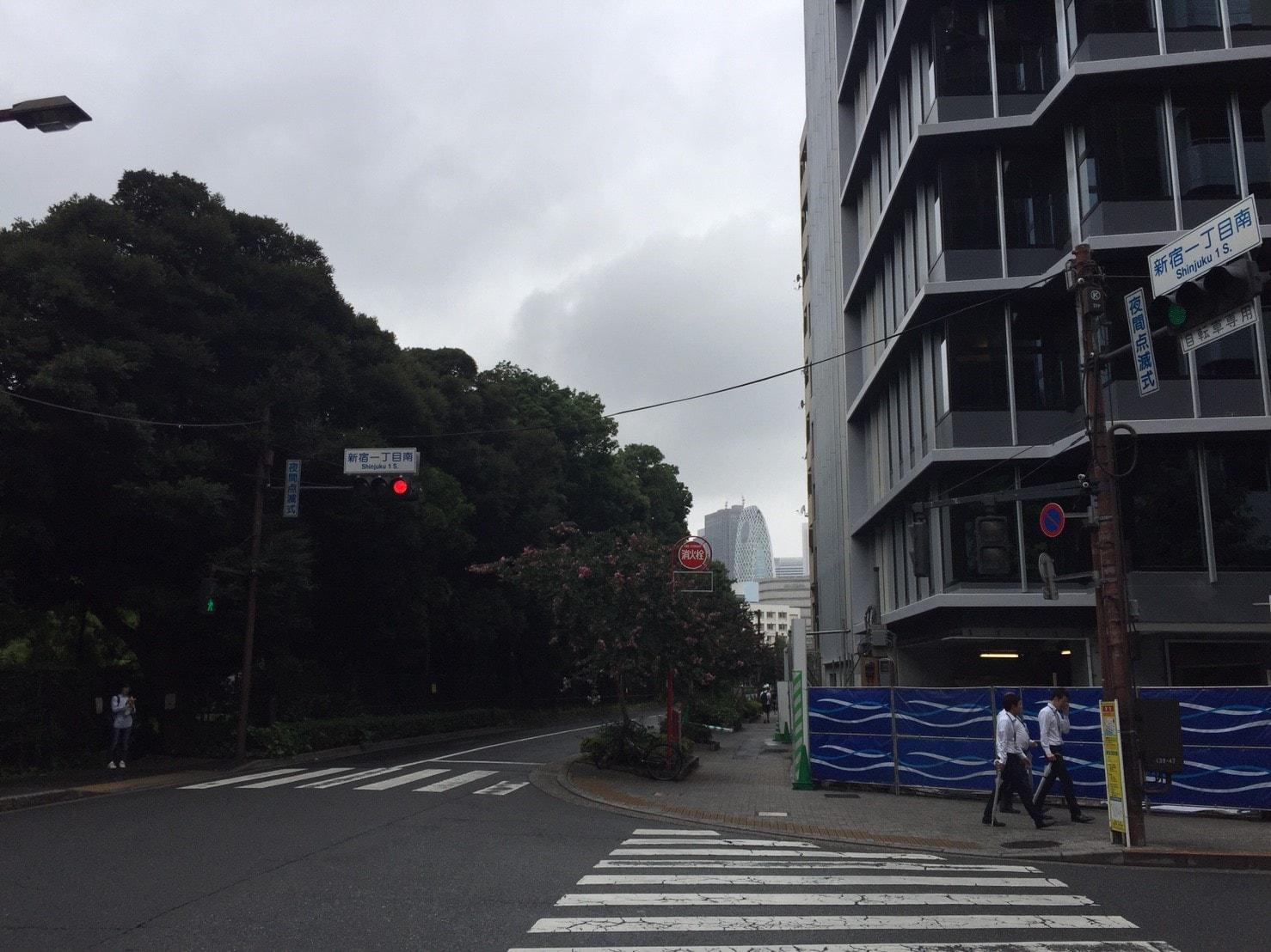 新宿御苑沿いの様子