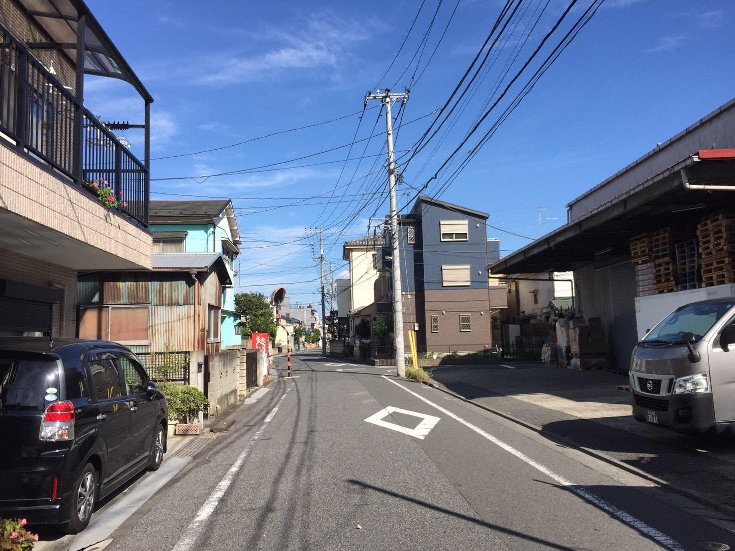 倉庫が混在する住宅街