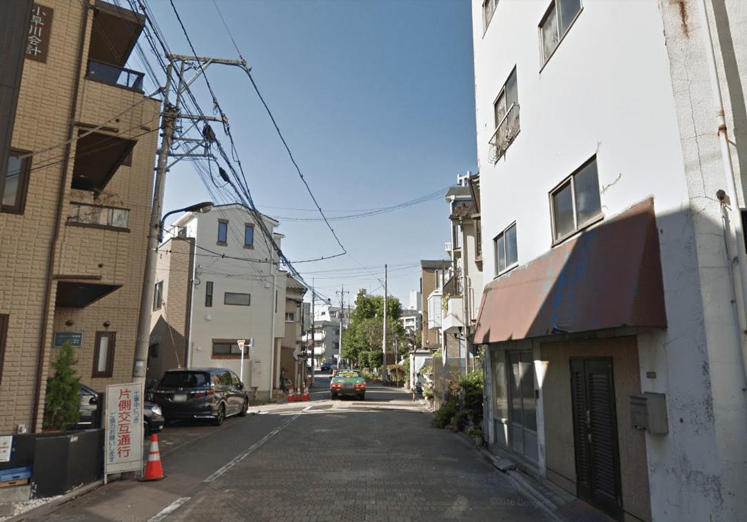低層マンションやアパートが多い住宅街