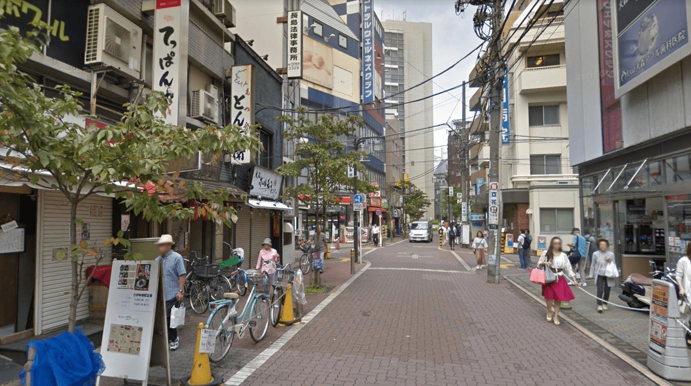 東口の繫華街