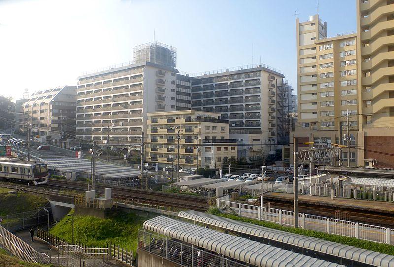 駅周辺のマンション群