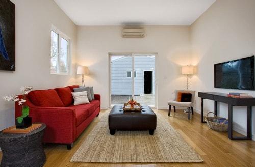 鮮やかな色の家具を使った例