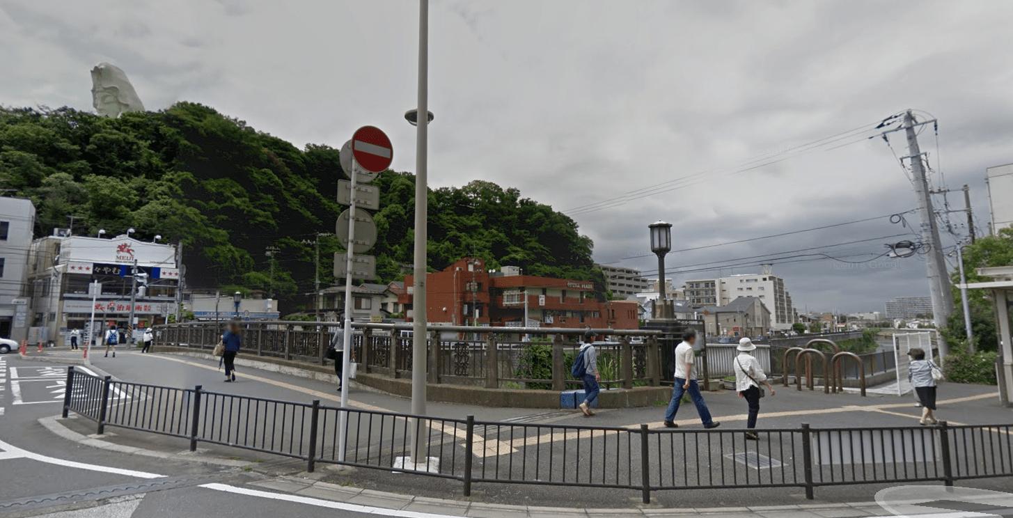西口の駅前