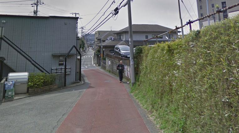 坂道がある住宅街
