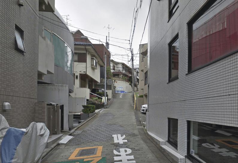 坂道のある通り
