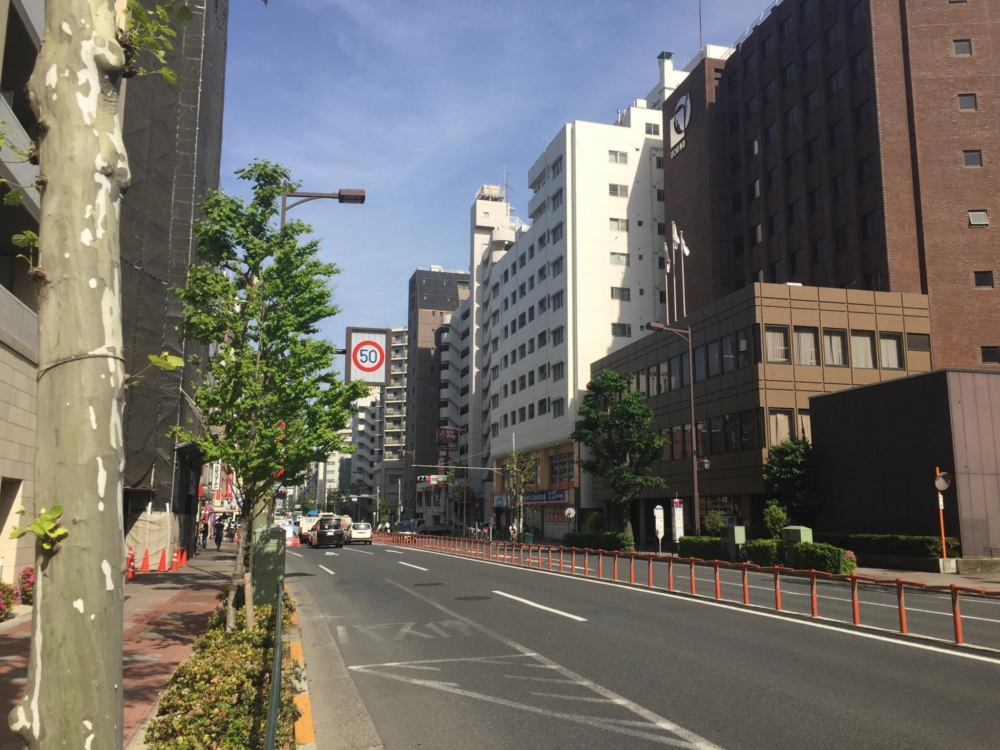 県道8号線沿いの住宅街