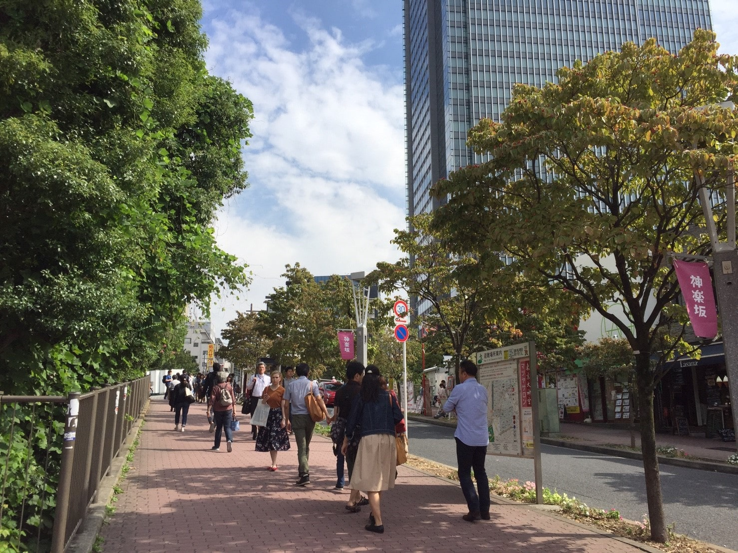 人通りが多い道