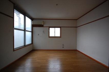 家具を置く前の8畳ワンルーム