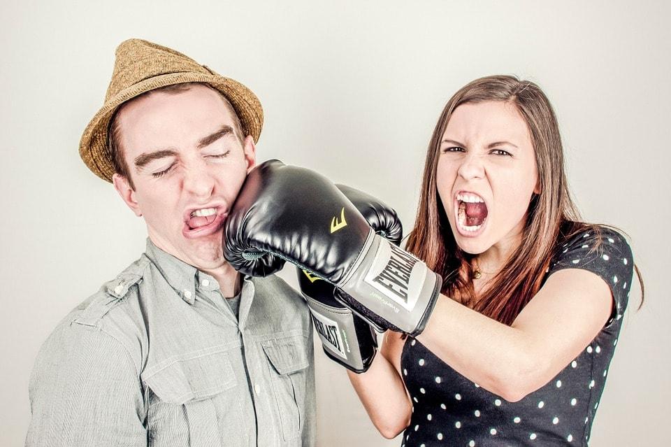 カップルの喧嘩の画像