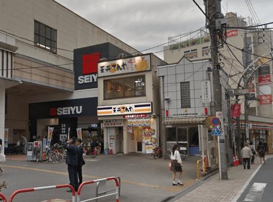 西荻窪駅前の西友と交番