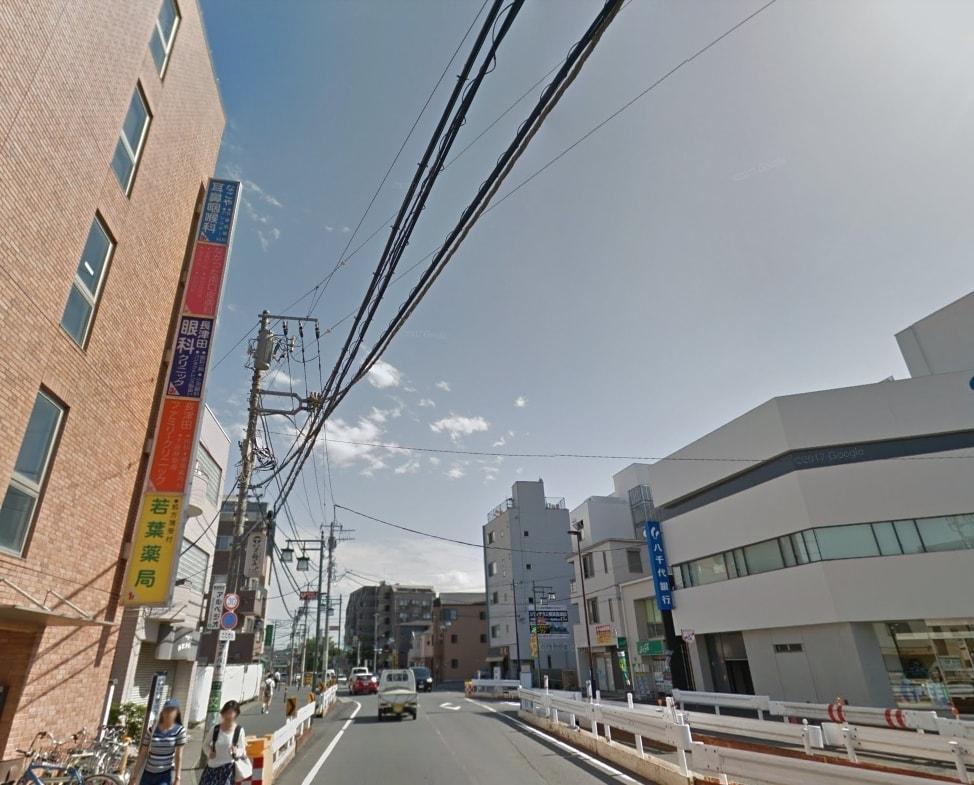駅周辺の大通り